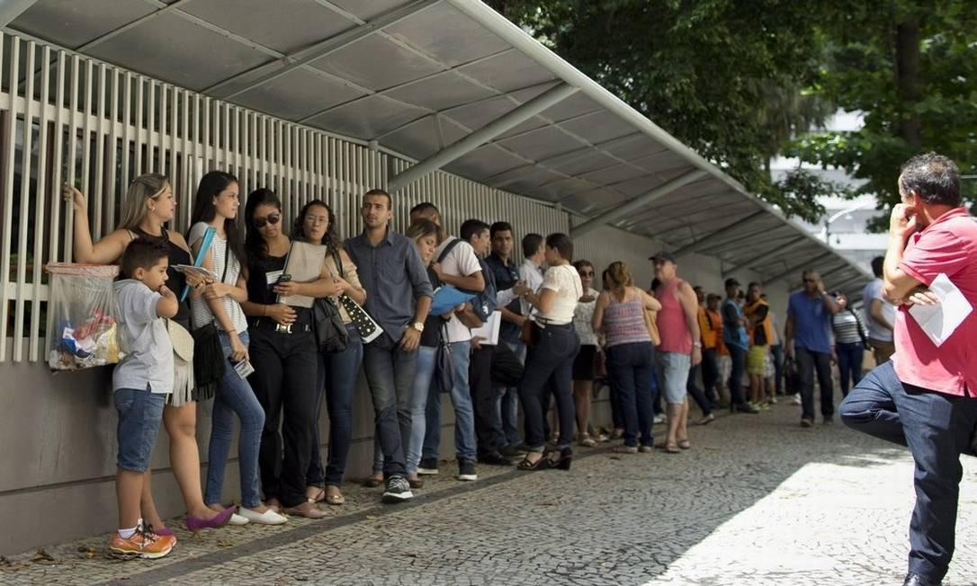 Entrevista para o visto dos EUA sobrecarrega consulados no Brasil. Vagas só em dezembro de 2022