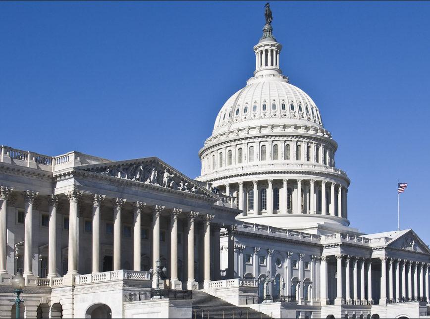 """Aumento do teto da dívida dos EUA, aprovado na Câmara, salva país do """"calote"""""""